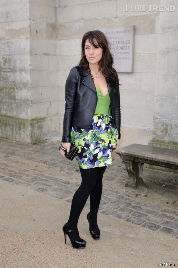 Mylène Jampanoï arrive au défilé Valentino à Paris.