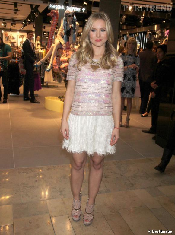 Total look Topshop pour Kristen Bell qui prouve que les marques petits prix font aussi leur effet sous les projecteurs.