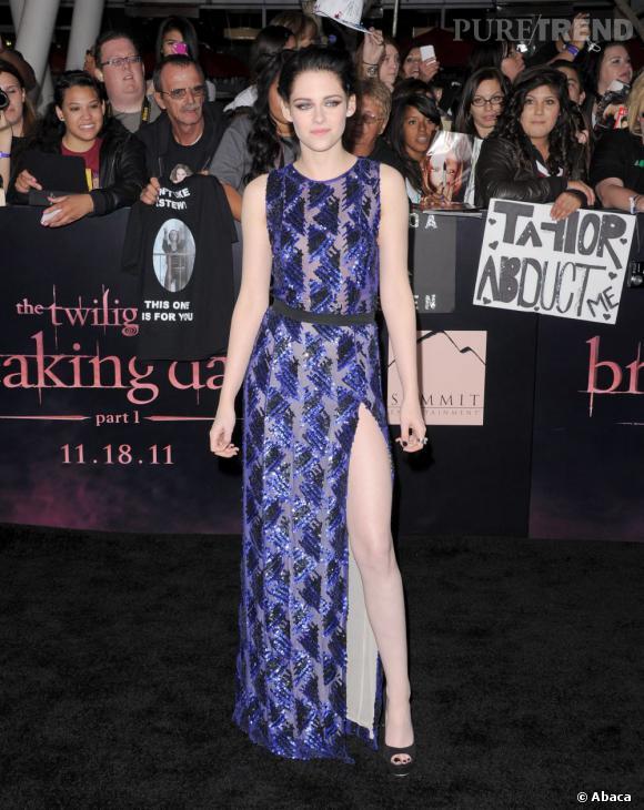 """Kristen Stewart a la peau aussi blanche que le vampire pour qui elle a un coup de foudre dans """"Twilight""""."""