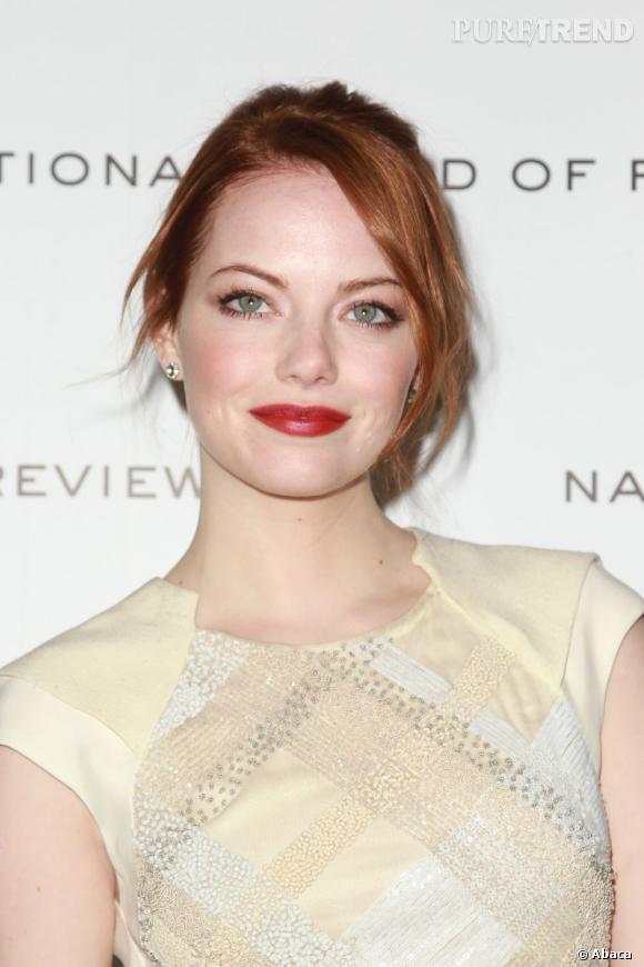 Chevelure rousse = teint clair. La preuve avec la peau d'Emma Stone.