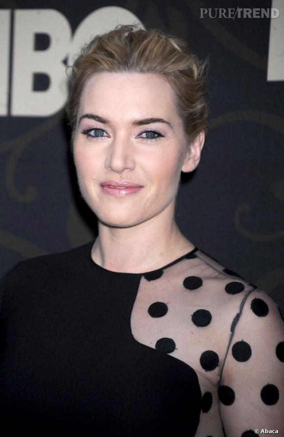 Kate Winslet a un teint pâle qui fait ressortir ses yeux bleus.