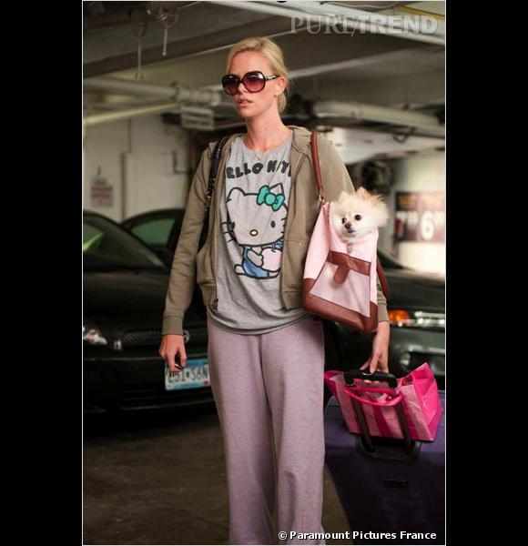 """Exemple parfait de regression, Charlize Theron en sweat à capuche et t-shirt Hello Kitty dans le film """"Young Adult"""" sur les écrans le 28 mars."""