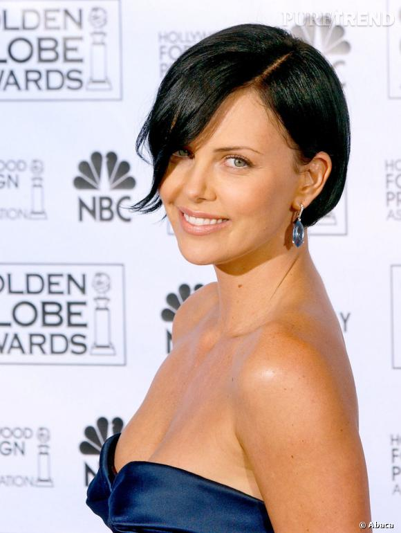 Changement radical pour l'actrice en 2005, elle coupe ses cheveux au carré et les teint en noir.