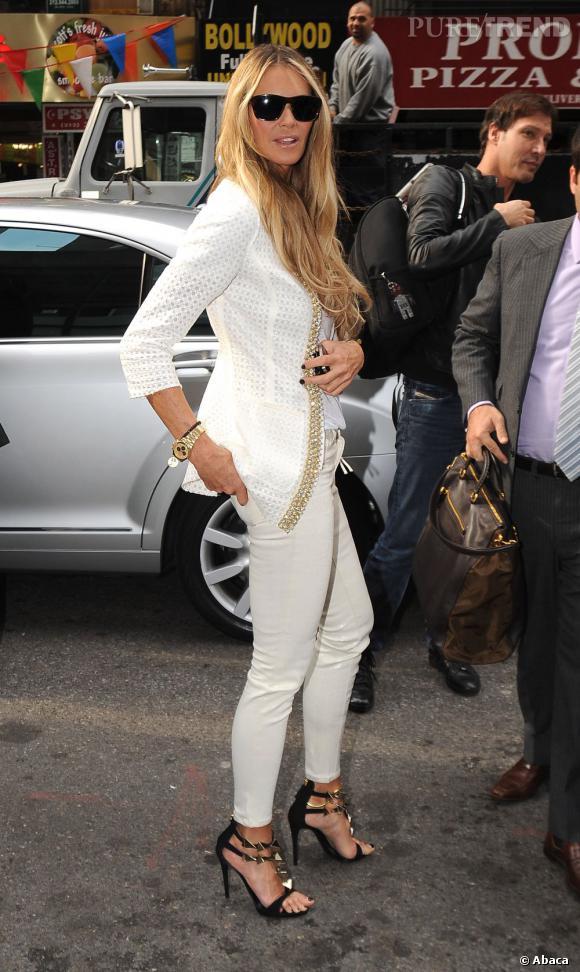 Elle Macpherson à la sortie de l'émission Live with Kelly à New York.
