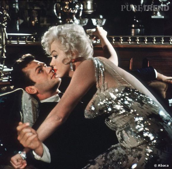 """De 1949 à 1950 Marilyn Monroe séduit son partenaire dans """"Certains l'aiment chaud""""."""
