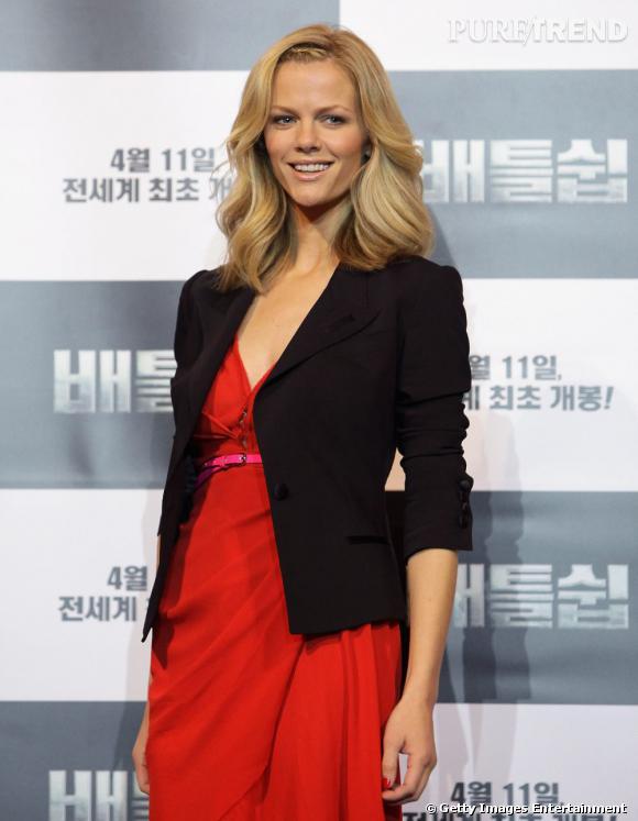 """Brooklyn Decker à la conférence de presse de """"Battleship"""" à Séoul."""