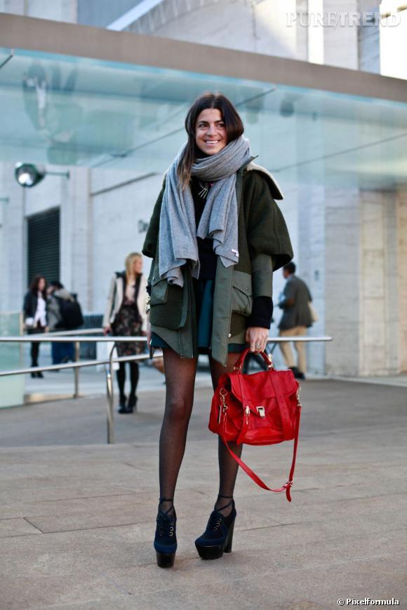 Encore une nouvelle version du PS1 de Proenza Schouler, en rouge vif.       A shopper ici :    www.net-a-porter.com