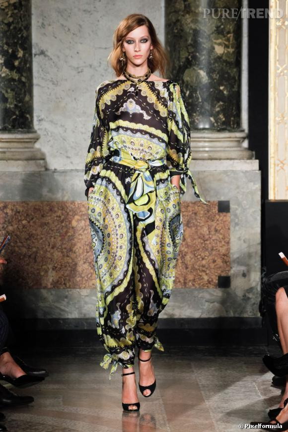 e59c704e3bc9 La tendance imprimé foulard sur les podiums Printemps-Eté 2012 Défilé  Emilio Pucci