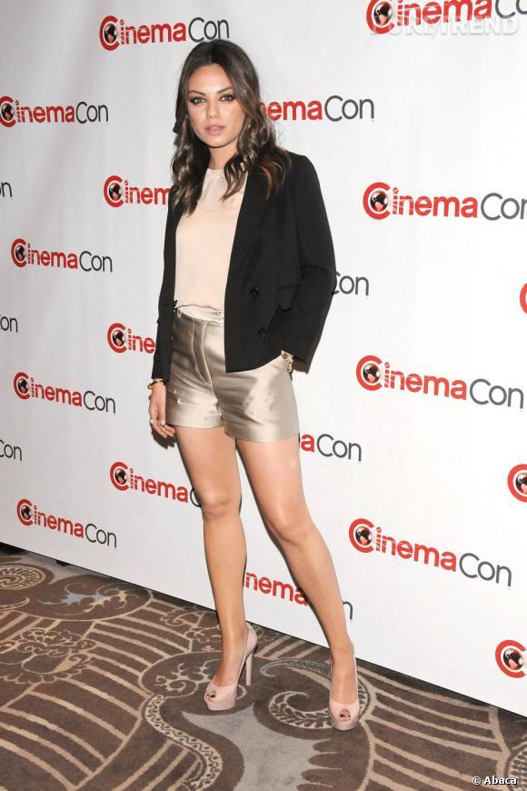 Mila Kunis porte le short à merveille.