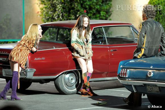 """Amanda Seyfried sur le tournage du film """"Lovelace"""" avec l'actrice Juno Temple et Peter Saarsgard."""