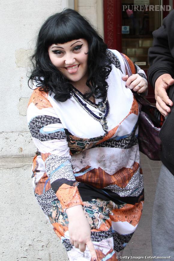 Beth Ditto à la sortie de son hôtel à Paris.