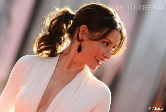 """Evangeline Lilly a eu le temps de peaufiner ses jolies taches de rousseur sur les plages de """"Lost""""."""