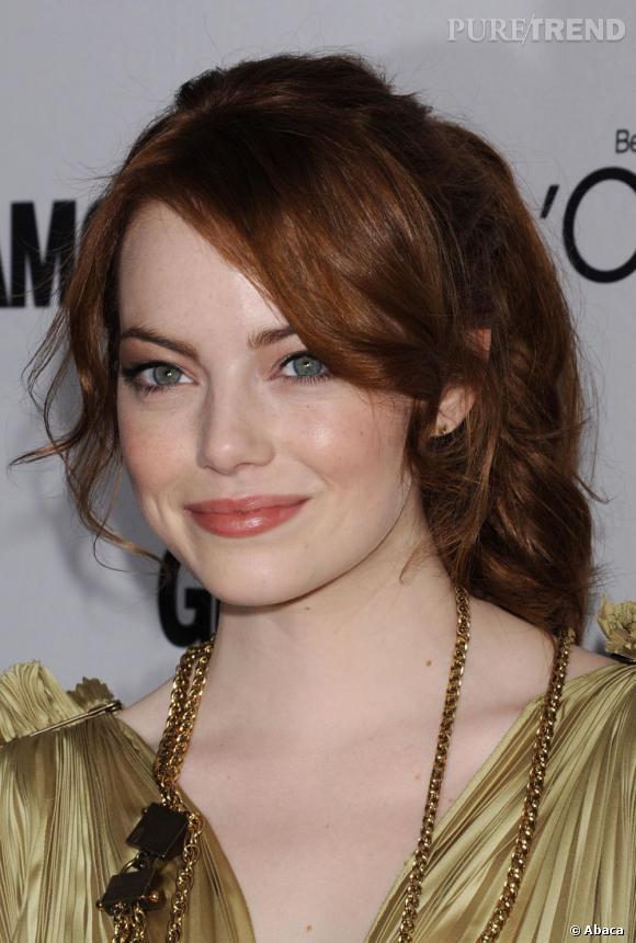 Fausse rousse, Emma Stone a tout de même de vraies taches de rousseur.