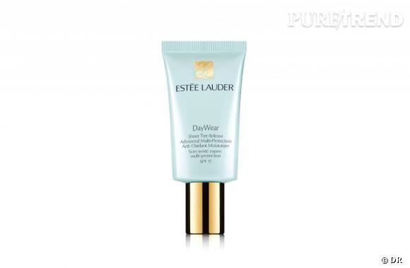 Mon vanity spécial Cannes : Day Wear Soin Teinté Expert Multi-Protection SPF 15 d'Estée Lauder, 30 euros (30 ml)