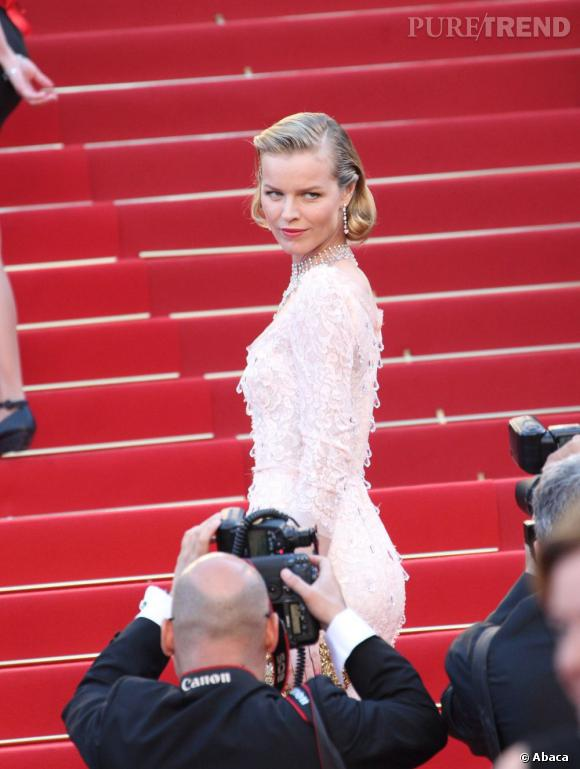 Eva Herzigova lors de la cérémonie d'ouverture de Cannes 2012.