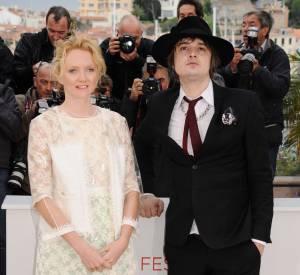 Lily Cole est accompagnée du héros du film Peter Doherty.