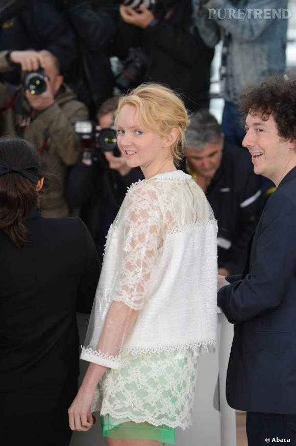 """Lily Cole au photocall du film """"Confession d'un enfant du siècle"""" à Cannes."""