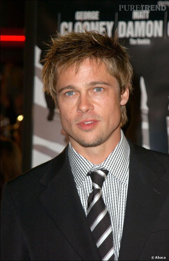 Pour la première d' Ocean's Eleven  en 2001, Brad Pitt ébouriffe ses cheveux. Attention à la longueur sur la nuque qui frôle le too much.