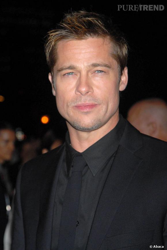 En 2006, Brad Pitt joue le jeu de la séduction avec cette coupe courte dynamique aux pointes plus claires.