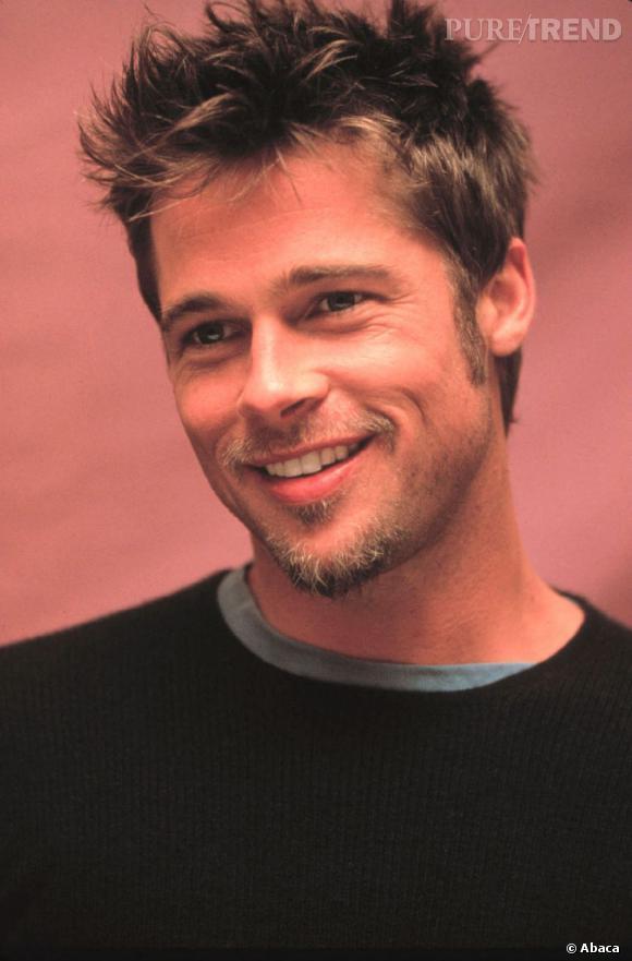 En 1998, Brad Pitt dévoile tout son sex appeal avec cette coupe ébouriffée et son petit bouc.