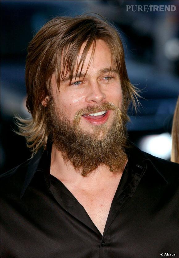 En 2002, on ne reconnait presque plus Brad Pitt sous cette énorme barbe et ses cheveux gras.
