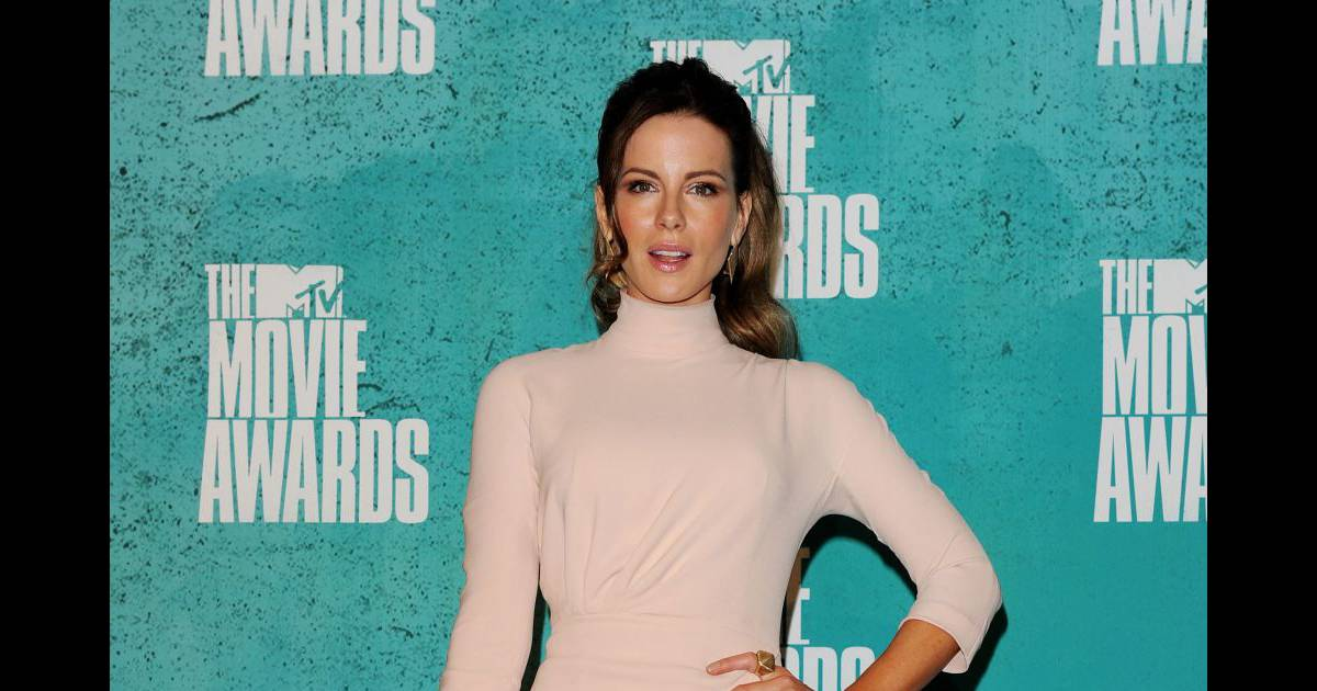 Kate beckinsale choisit un look minimaliste qui lui for Look minimaliste
