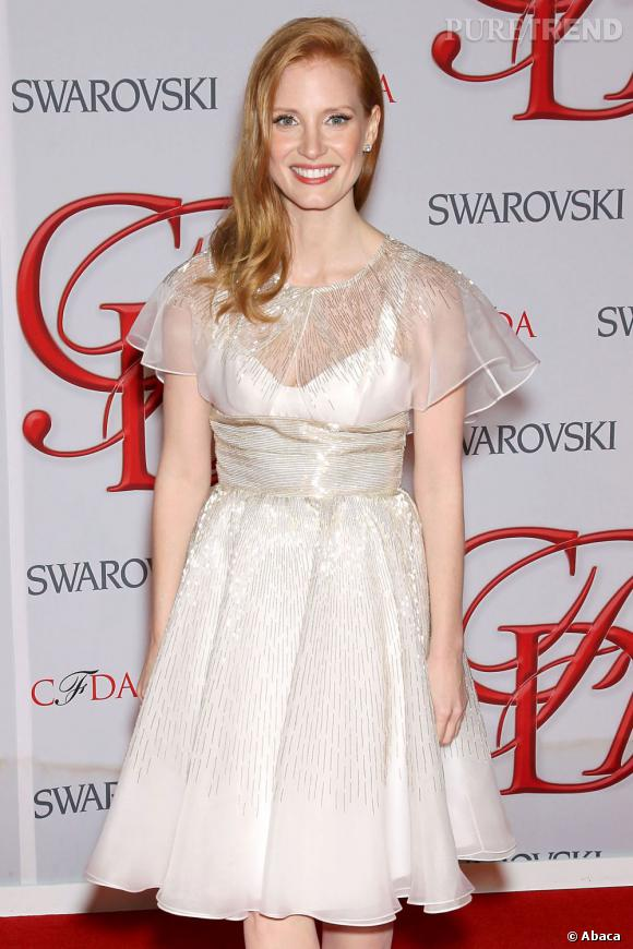 Jessica Chastain opte pour une robe immaculée Prabal Gurung