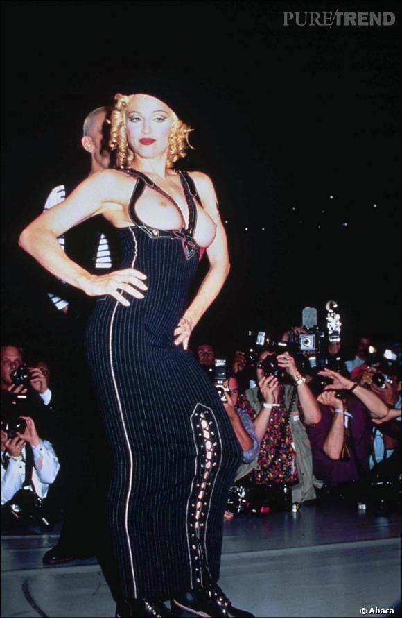 Madonna a toujours aimé montrer ses seins.