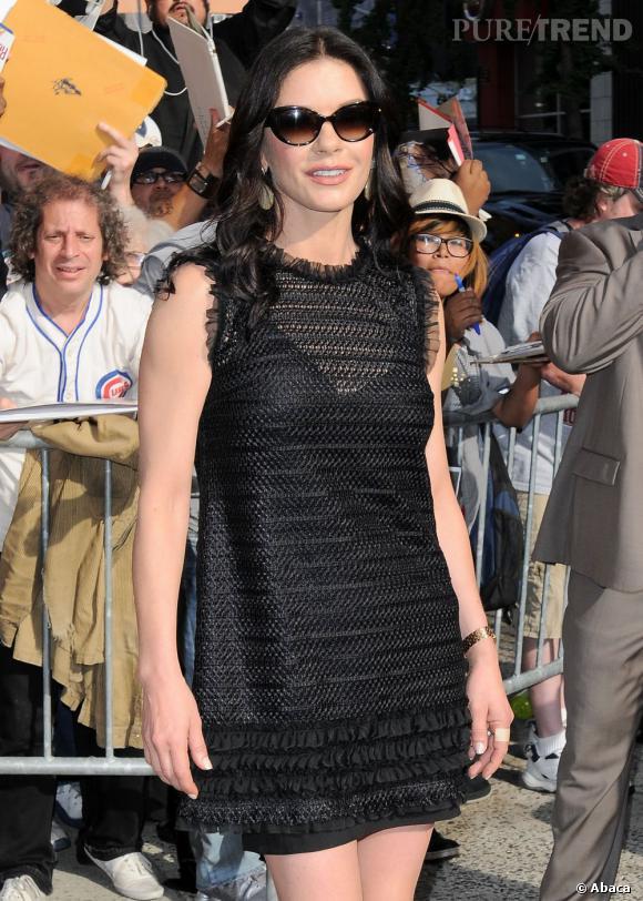 Catherine Zeta-Jones devant les plateaux du Late Show With Jimmy Fallon à New York.