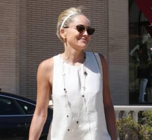 Sharon Stone, court vêtue !