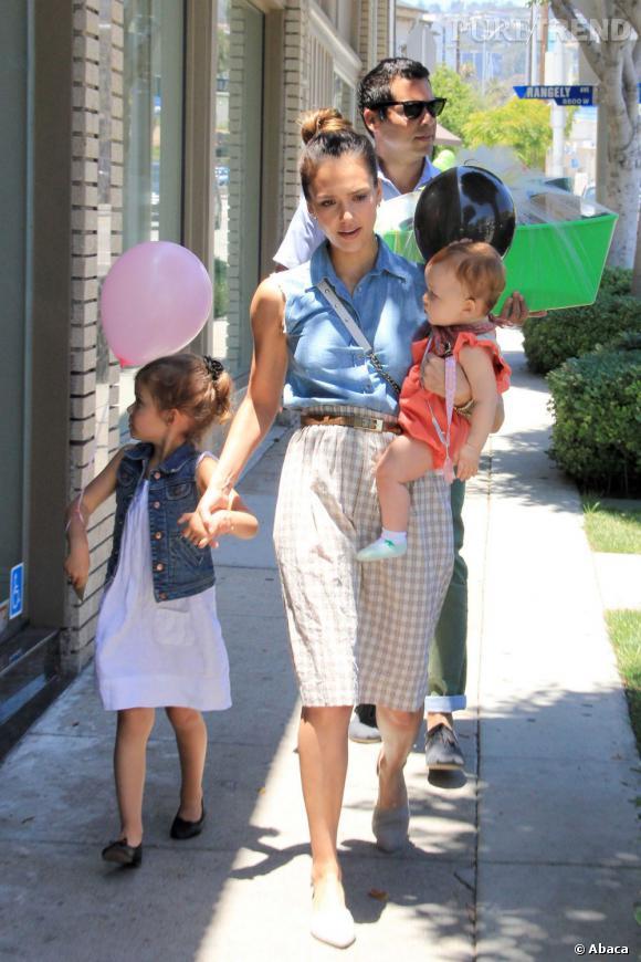 Jessica Alba est un petit peu la it-femme au foyer. Tellement impliquée dans son rôle de maman, qu'elle monte sa propre marque, The Honest Company, de produits biodégradables pour bébés.