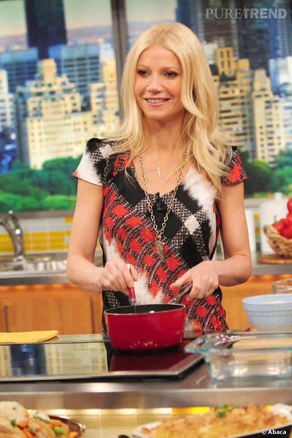 """Gwyneth Paltrow accro à la popotte ! Elle a même sorti son livre de cuisine : """"Mon carnet de recette pour ma famille et mes amis""""."""