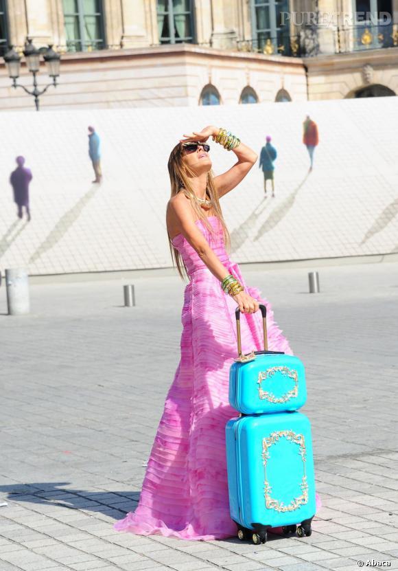 Anna Dello Russo en pleine séance shooting pour Vogue Italie Place Vendôme à Paris.