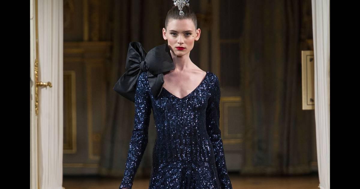 Best-of Haute Couture Automne-Hiver 2012 2013   Alexis Mabille Alexis  Mabille imagine une femme bijou Mais si les références à la joaillerie  dominent à ... 478c6537902a