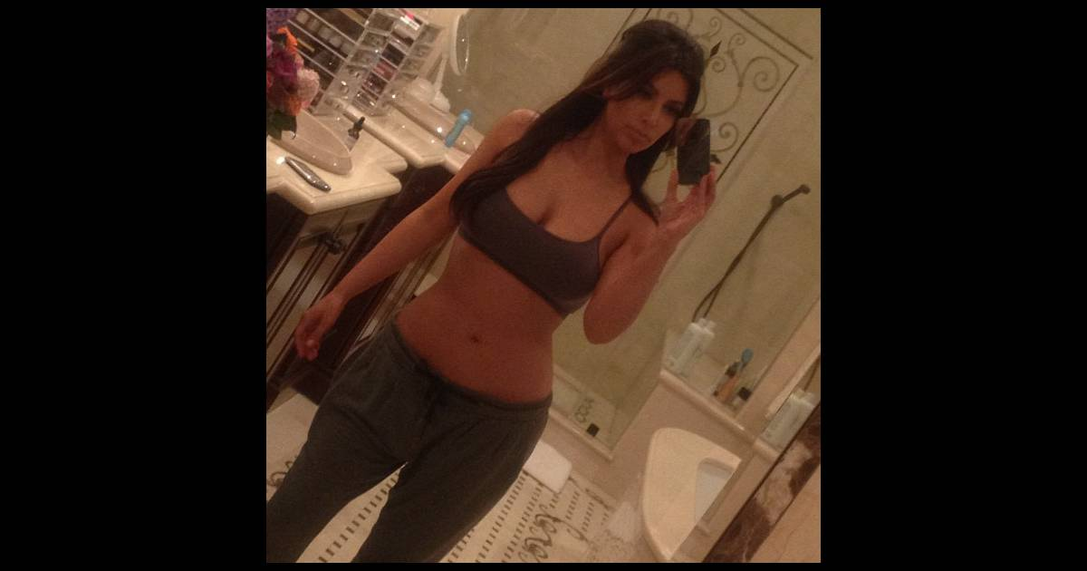 Comme les ados de 14 ans kim kardashian aime se prendre for Salle de bain kim kardashian
