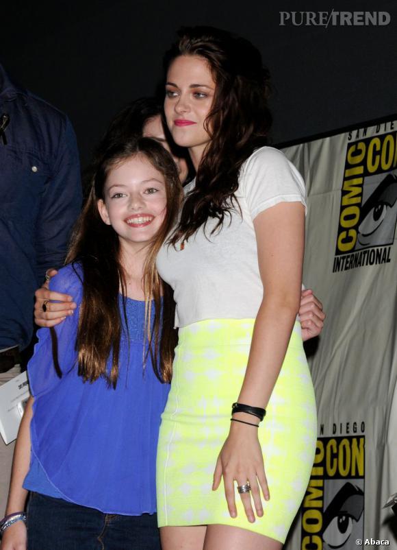 Plus souriante et chaleureuse, Kristen est comme transformée.
