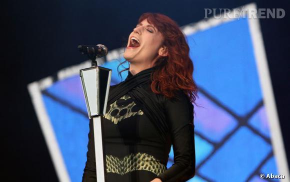 Florence Welch s'est cassé la voix, l'obligeant a annuler ses concert en Espagne et au Portugal les 13 et 14 juillet.