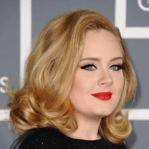 ... Mais pour briller sur scène la chanteuse éclaircit sa chevelure !
