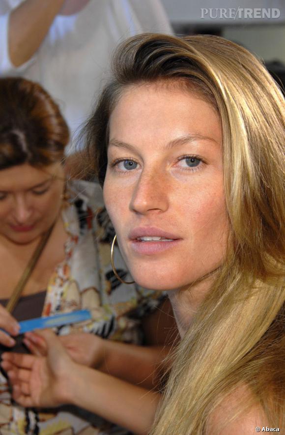 Top :  Donc, Gisèle Bundchen est bien une des plus belles femmes du monde. On ne peut même pas se consoler en se disant que cela tient au maquillage. La peau nue, elle est toujours aussi rayonnante.