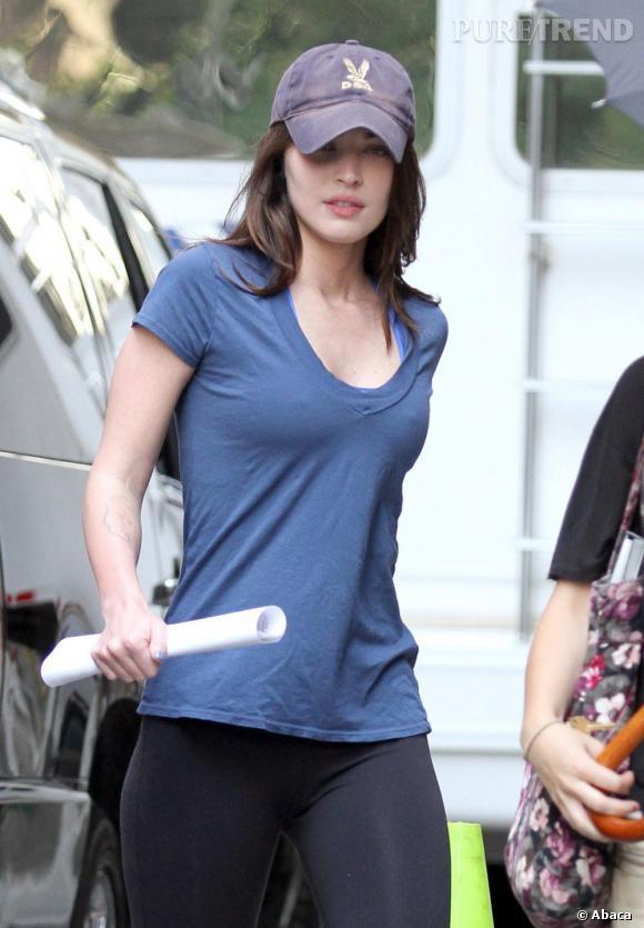 Flop :  Malgré sa casquette et ses joues roses, Megan Fox semble cacher des traits figés et un regard tombant.