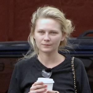 Flop : Kirsten Dunst accuse le coup de la fatigue et cela se voit immédiatement sur son visage.