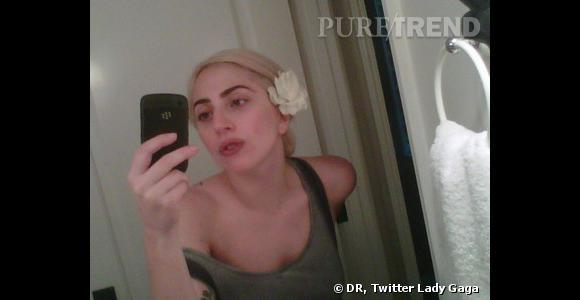 Top et Flop  : Il n'est pas coutume de voir Lady Gaga sans maquillage. C'est donc une femme normal, avec des sourcils très travaillés en plus.