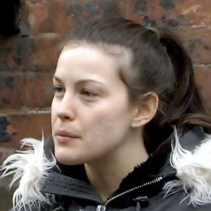 Flop : Liv tyler a une petite mine et les traits fatigués. On ne met pas en cause son visage bien dessiné.