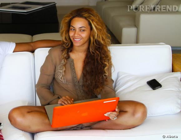 Top :  Beyoncé rayonne sans make up en vacances. La preuve qu'elle est simplement divine. Mention spéciale pour ses cheveux bouclés qui lui apportent un côté wild.