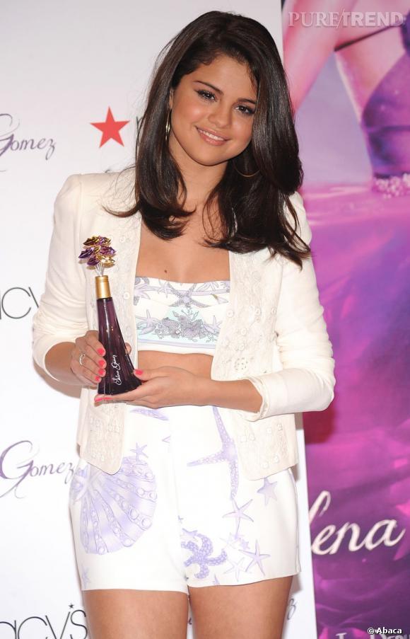 Selena Gomez suit son fiancé sur la voie parfumée.