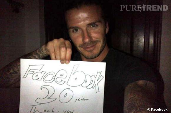 Lorsque David Beckham atteint les 20 millions de fans sur Facebook, il les remercie avec une photo. On aurait préféré ses abdos...