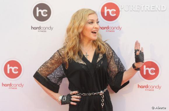 Madonna sombre dans la vulgarité dans cette tenue gothico-trash.