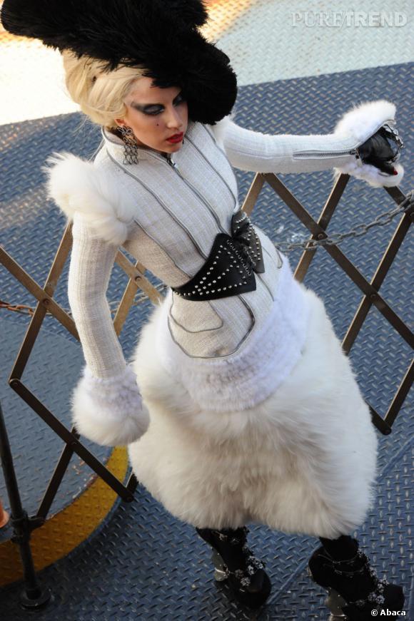 Lady Nouveau Gaga La Reine Et Scandale FourrureUn Pour zpMUVS