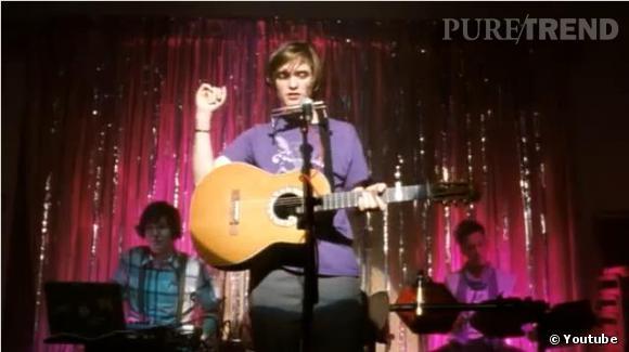 """Si dans """"How to Be"""" Robert Pattinson joue un musicien, il ne s'agit pas d'un rôle de composition."""