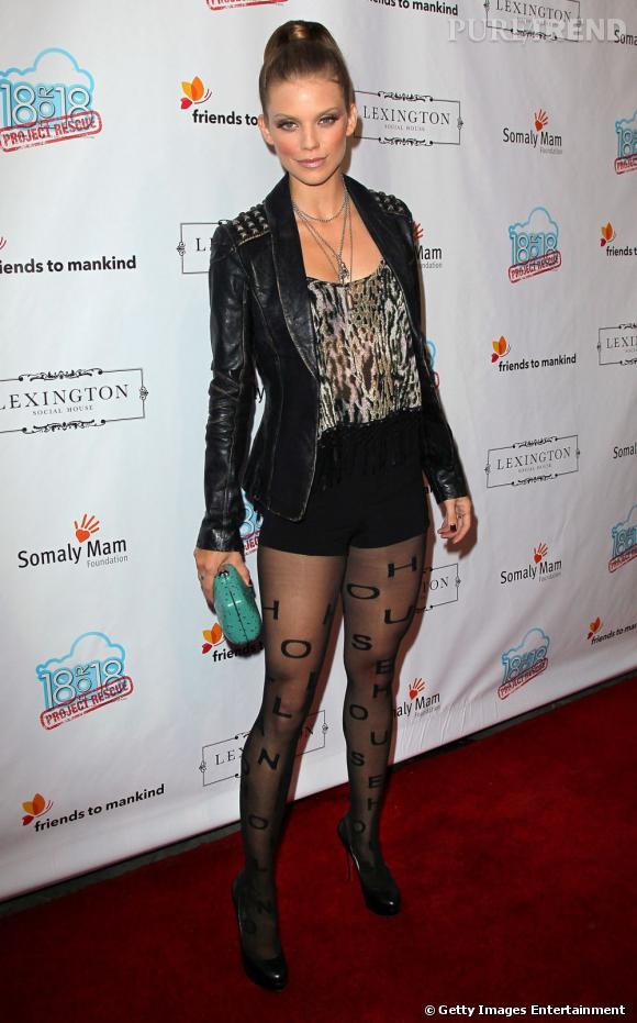 La jolie AnnaLynne McCord a voulu jouer les rockeuses mais sombre malheureusement dans la vulgarité.